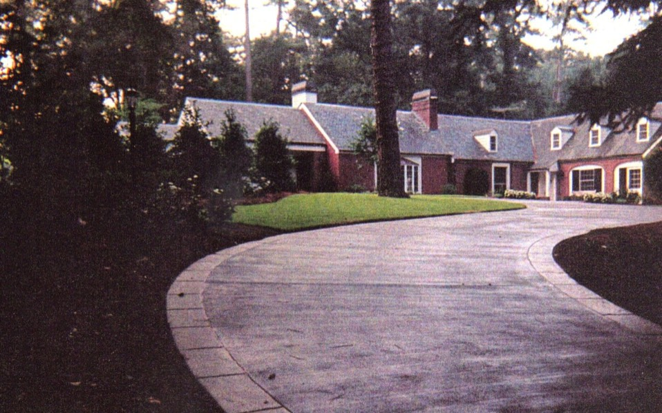 Slate border on brushed colored driveway