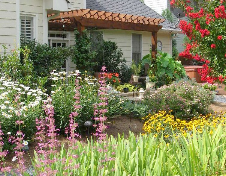 4 seasons of colorful perennials mixed with shrubs